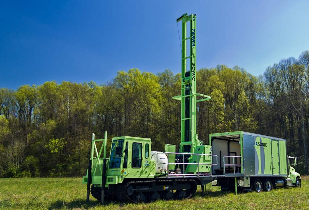 TSi Support Truck for sonic drill rig with crawler sonic drill rig