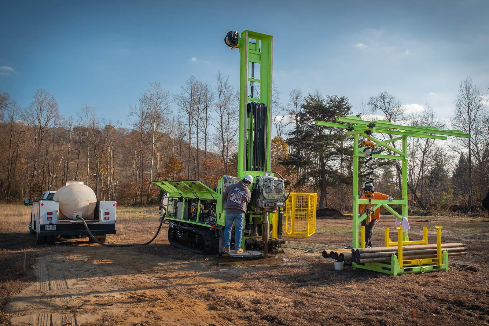 150cc sonic drill rig and tug system for easy pipe handling
