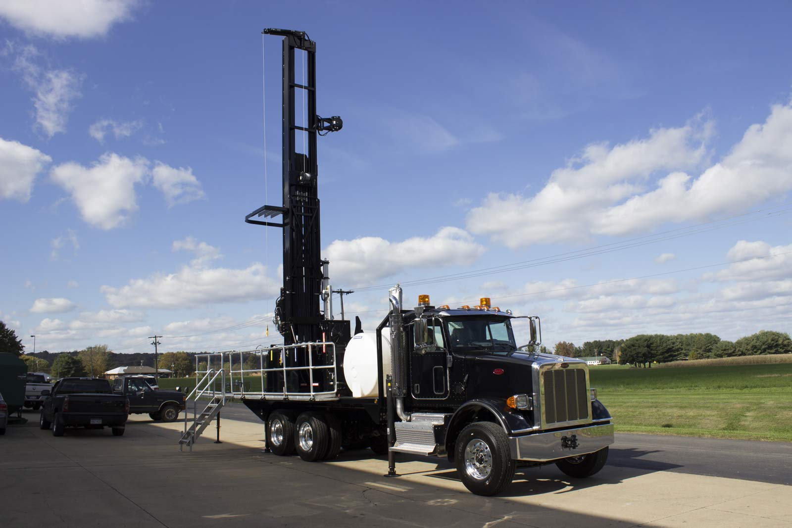 Front quarter view of TSi 150T Sonic drill rig
