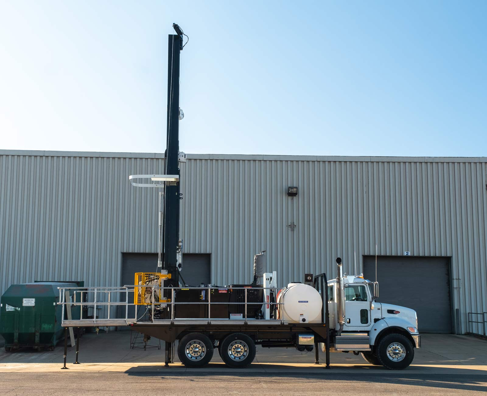 Side view of TSi 150T Sonic drill rig