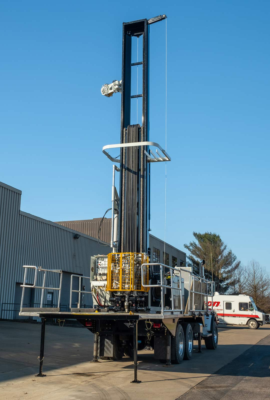 Rear angle view of TSi 150T Sonic drill rig