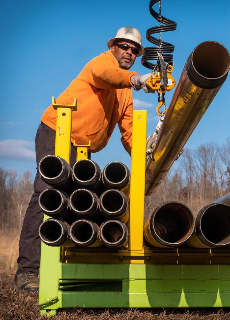 Master Sonic Driller managing TUG pipe handling system